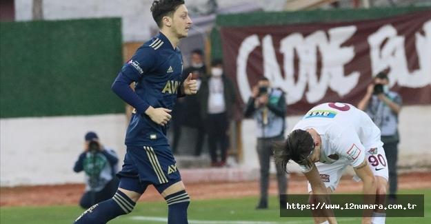 Mesut Özil, Fenerbahçe'de ilk maçına çıktı