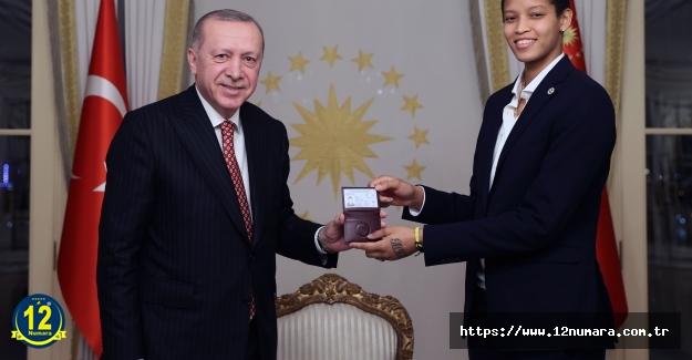 Voleybolcumuz Melissa Vargas Türk vatandaşı oldu