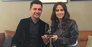 Derya Uluğ Ödülünü aldı..