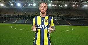 Serdar Aziz Kadıköy'e Fenerbahçe formasıyla çıktı