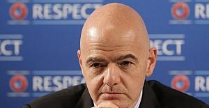 """FIFA'dan sert açıklama! """"Avrupa Süper Ligi projesine katılan kulüpler men edilecek""""."""