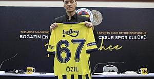 Mesut Özil'den Pelkas'a övgü dolu sözler..